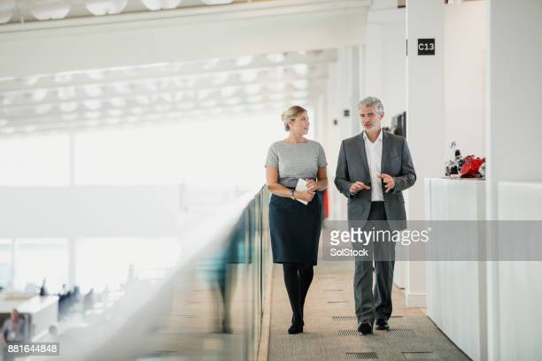 moving meeting - serious stock pictures, royalty-free photos & images
