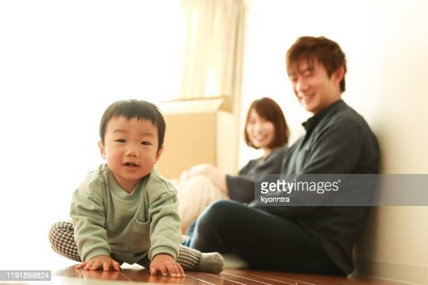 moving new house for baby - kyonntra stock pictures, royalty-free photos & images