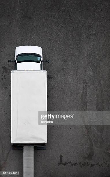 moving or delivery van from above - bestelwagen stockfoto's en -beelden