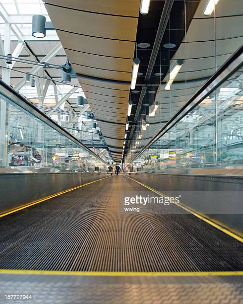 moving sidewalk  ... vancouver airport - vancouver international airport stock pictures, royalty-free photos & images