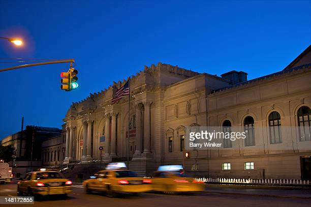 moving taxis and cultural attraction at dusk - metropolitan museum of art new york city stock pictures, royalty-free photos & images