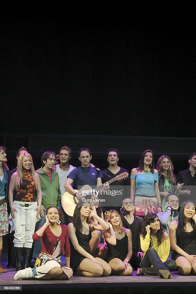 05.04.2005. Movistar Theatre, Madrid (Spain). General dress rehearsal of musical 'Hoy no me puedo levantar' ('I can't raise today'), with direction of Nacho Cano. : News Photo