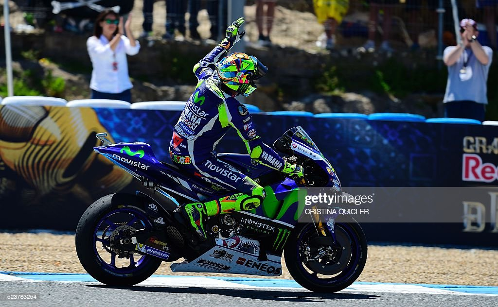 Movistar Yamaha MotoGP's Italian rider Valentino Rossi celebrates after winning the MotoGP race of the Spanish Moto Grand Prix at the Jerez racetrack in Jerez de la Frontera on April 24, 2016. / AFP / CRISTINA