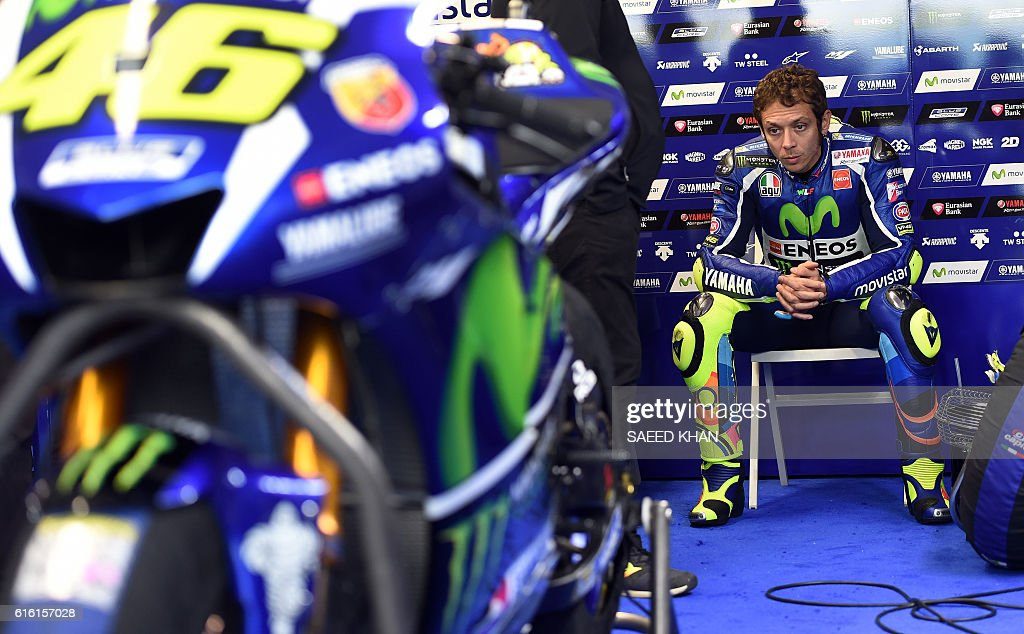 Movistar Yamaha MotoGP's Italian rider Valentino Rossi waits for the qualifying session of the MotoGP class at the Australian Grand Prix at Phillip Island on October 22, 2016. / AFP / SAEED
