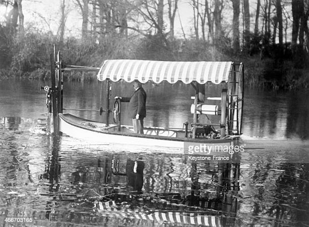 Mowing boat for aquatic plants on the artificial lake in the Bois de Boulogne in January 1929 in Paris France