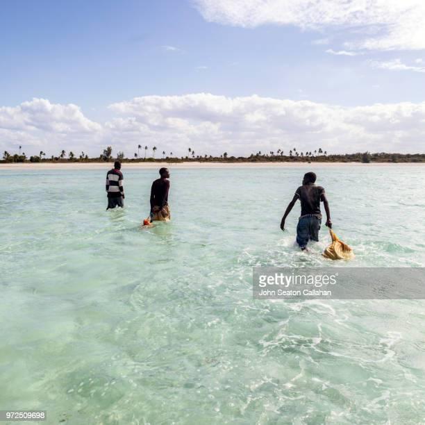 mozambique, mossuril district, fishermen - ナンプラ ストックフォトと画像