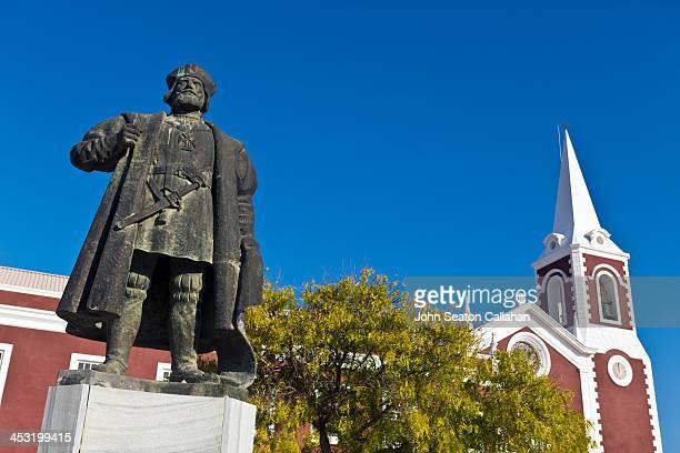 Mozambique, Nampula Province, the Ilha de Moçambique, statue of Vasco da Gama. The Portuguese explorer visited the island in 1498.