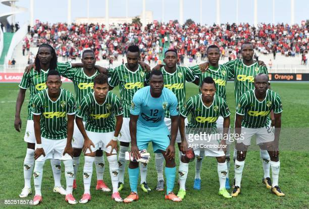 Mozambique's Ferroviario de Beira players pose for a group picture prior to the CAF Champions League between USM Alger and Ferroviario de Beira of...
