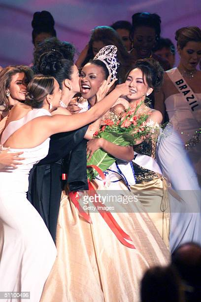 Mpule Kwelagobe Waves To Audience As She Is Titled The Miss Universe May 26 1999 In Chaguaramas Trinidad And Tobago