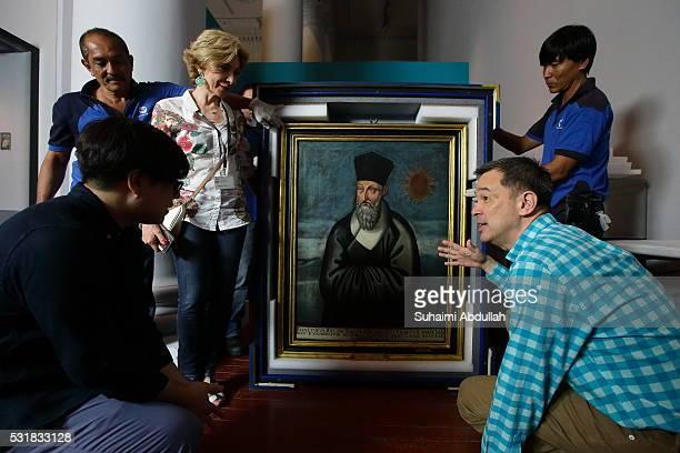 Mr Clement Onn, curator of the exhibition , Ms Emanuela Settimi, Soprintendenza Belle Arti e Paessaggio del commune di Roma and Dr Alan Chong,...