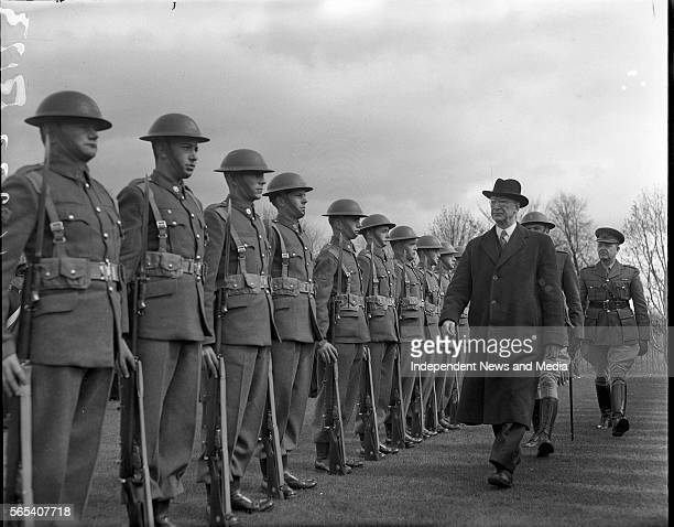 Mr De Valera inspects guard of honour