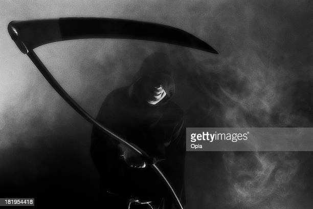 mr. death holding a scythe - blank expression stock pictures, royalty-free photos & images