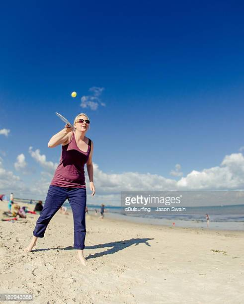 mr & mrs bat and ball at the beach - s0ulsurfing stock pictures, royalty-free photos & images