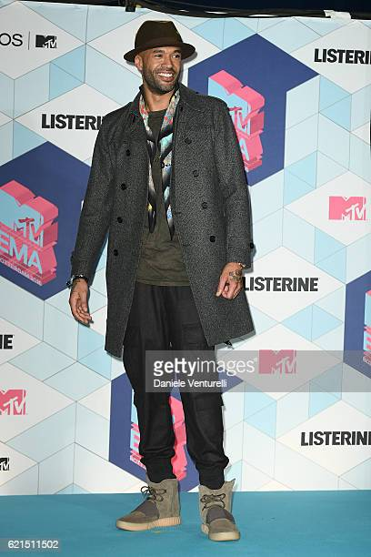 Mr Probz poses in the winners room at the MTV Europe Music Awards 2016 on November 6 2016 in Rotterdam Netherlands