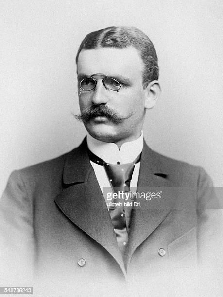 Mr Rhode Jurist Lawyer Politician Germany Portrait undated Photographer Wilhelm Fechner Vintage property of ullstein bild