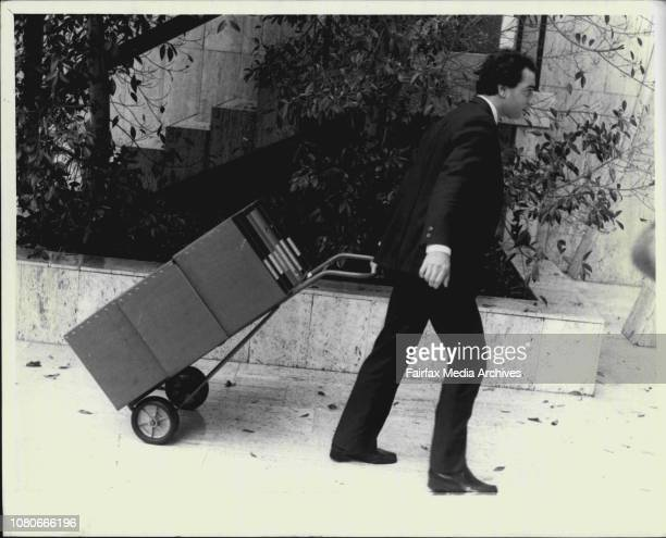 Mr Rupert Murdoch at the Australian Broadcasting Tribunal in North Sydney todayArrival of lawyers and heaps of evidence April 30 1986