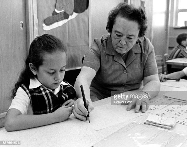 Mr Ruth Kirk a grandmother works with Rosemarie Arenas a first grader First graders were tested this year before school started Credit Denver Post