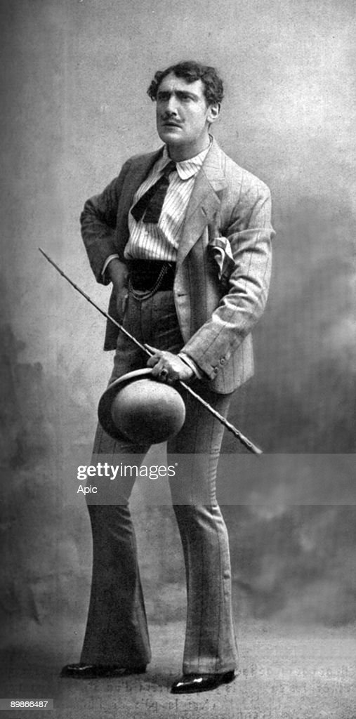 """Mr Vanni Marcoux in Rafaele role in the play The jewels of the Madonna al extracted from the opera """"Le theater"""" in October 1913 : Photo d'actualité"""