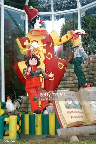 Märchen Max und Moritz bei MarionettenBootsfahrt im Themenland Frankreich Europa Park Rust bei Freiburg BadenWürttemberg Deutschland Europa...