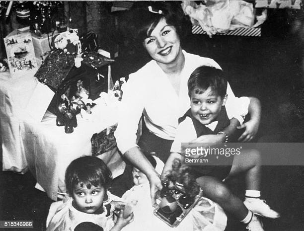 Mrs Alice Crimmins is shown with her fouryearold daughter Alice and her fiveyearold son Edmund Junior in a recent photo Sometime during the night of...