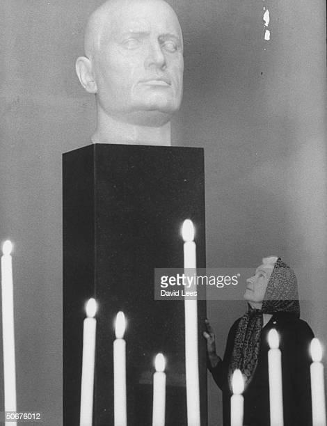Mrs Benito Mussolini visiting husband's tomb Benito Mussolini