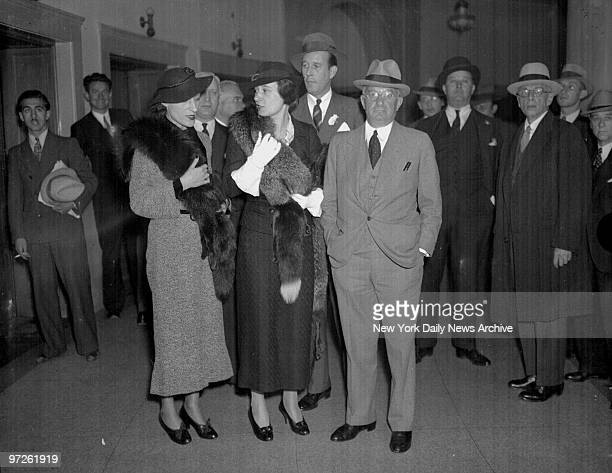 Mrs Benjamin Thaw the former Consuelo Vanderbilt [l] Gloria Morgan Vanderbilt [c] and her lawyer Nathan Burkan [r] Gloria has ordered Burkan to fight...