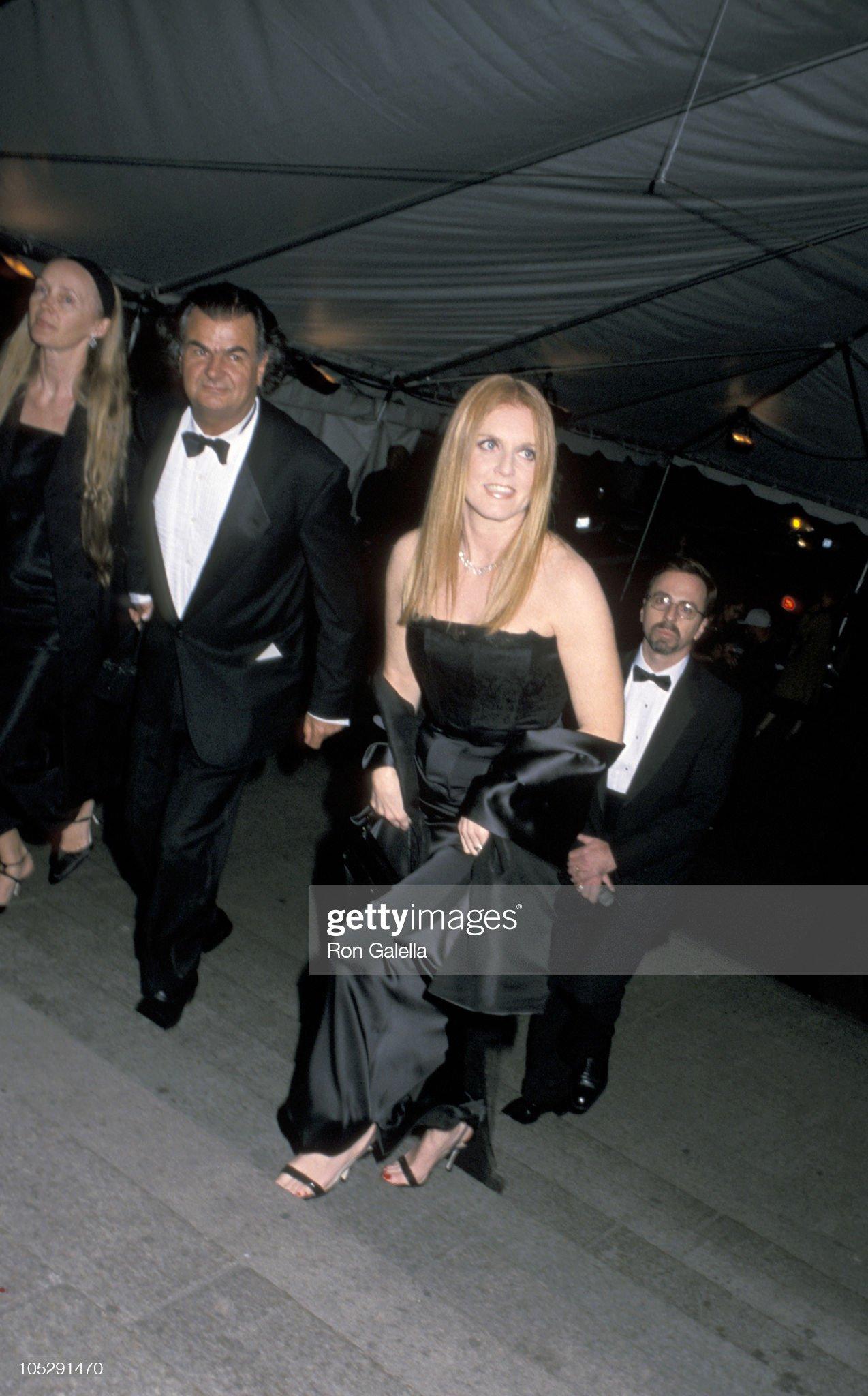 Вечерние наряды Отем пока еще Филлипс и Сары Йоркской 50th Anniversary Costume Institute Gala : News Photo