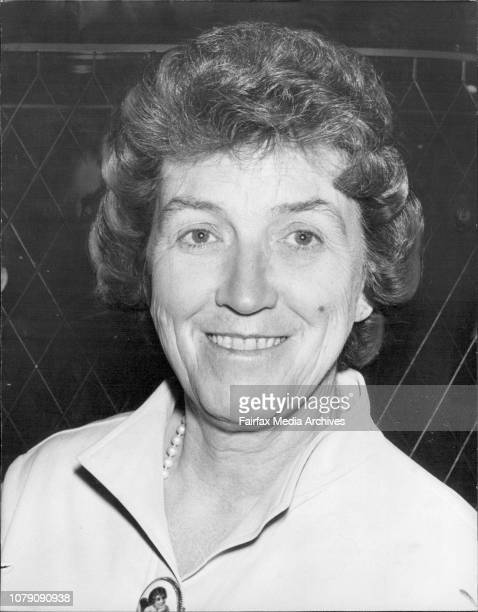 Mrs Casper Weinberger wife of the US Minister for Health Education and Welfare found a short time to do some shopping she admires a Meissen Comport...