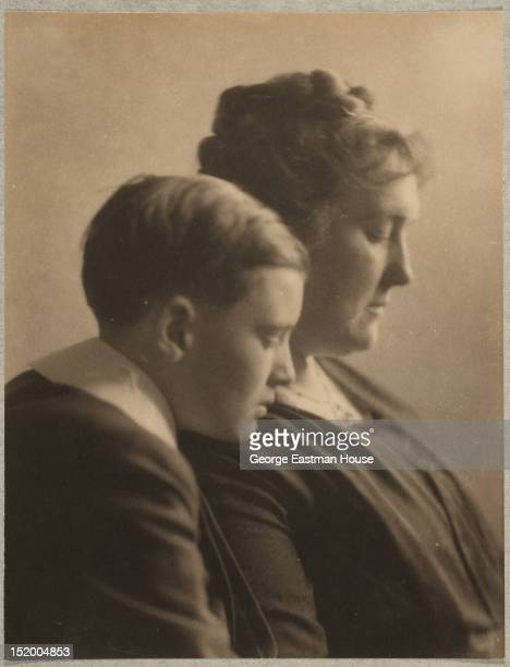 Mrs Edith Foster Flint and her son Richard Foster Flint ca 1905