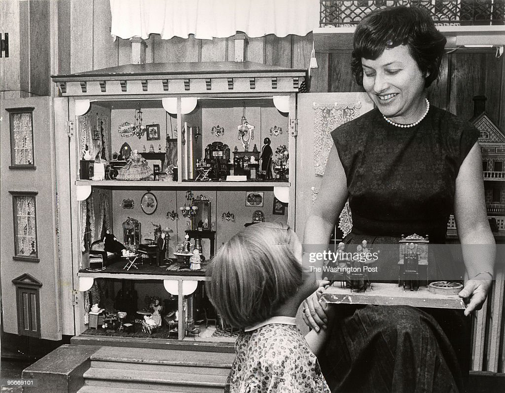 """Mrs. Flora Gill Jacobs, Author of the book """"A World of Doll  : News Photo"""