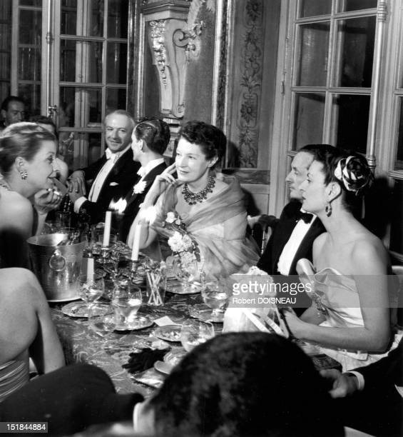 Mrs G Bergery Cecil Beaton Alexis de Rede Daisy Fellows Edward James Mrs Lopez Willshaw having dinner at the Hotel Lambert home of Baron Alexis de...