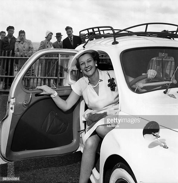 Mrs Gordan Offord poses in a car during the Brighton beauty contest July 1952 C3554 001