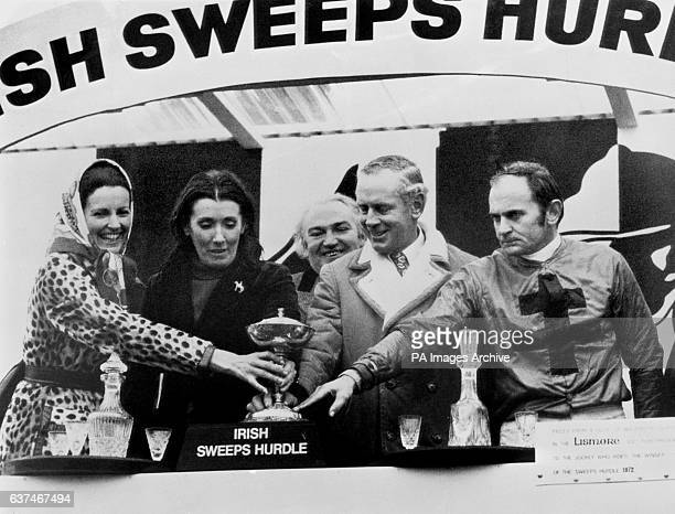 Mrs P W McGrath presents the prizes for the Irish Sweeps Hurdle to Mrs Jane Samuel Pat Taaffe and Bobby Beasley Also pictured is P W McGraph Chairman...