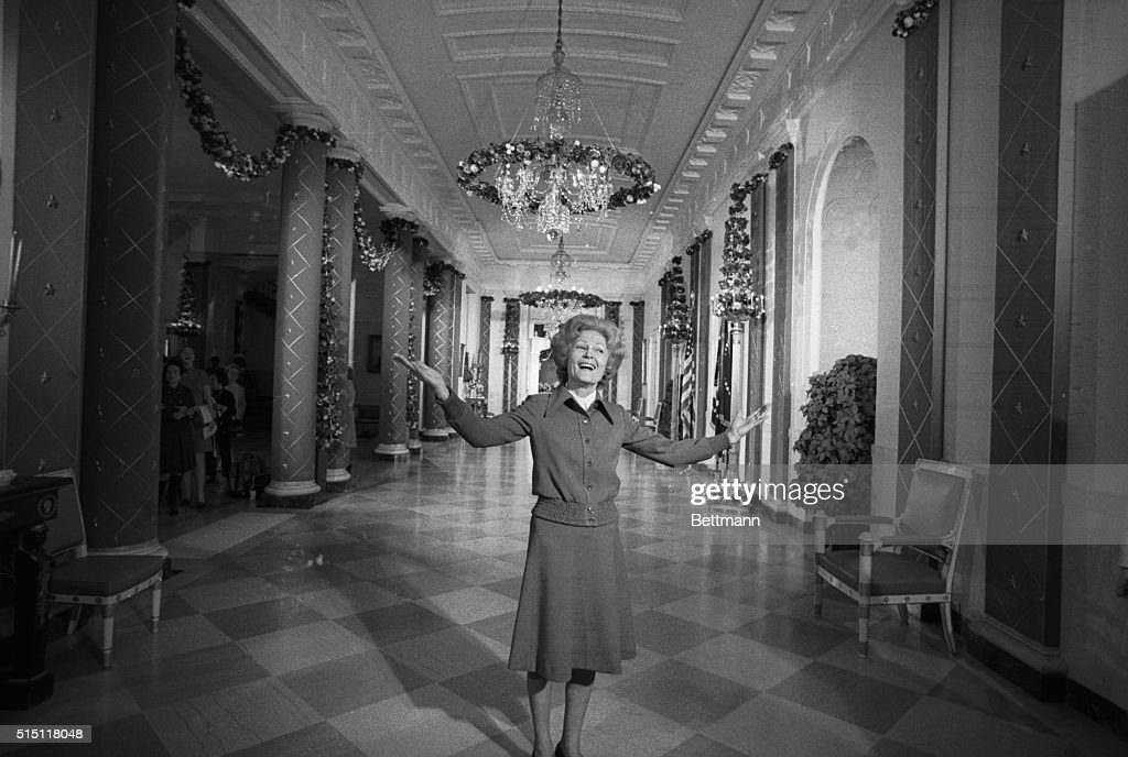 Mrs. Pat Nixon : News Photo