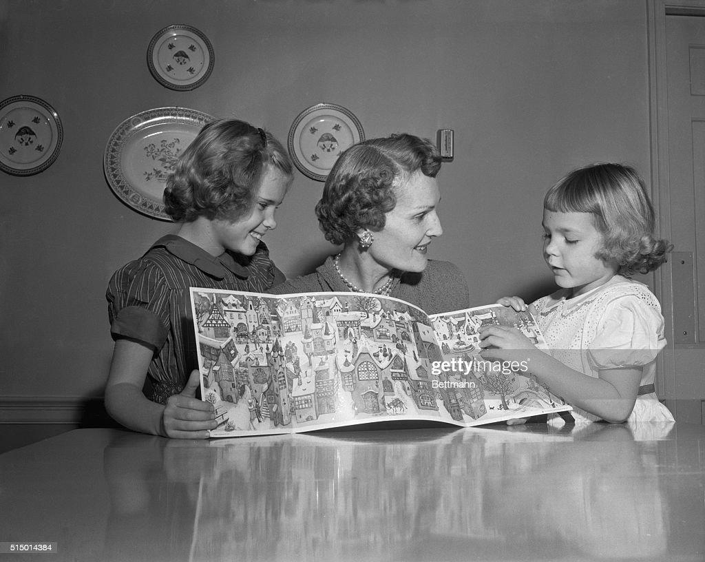 Mrs. Richard Nixon with Her Daughters : News Photo