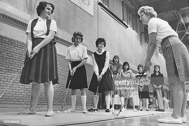 NOV 21 1963 MAR 18 1964 Mrs Ruth Williams instructs in golf From left are Suzanne Savery 14 Patti Smith 14 Kathy Wickman 14 Teresa Reeves 13 Teresa...