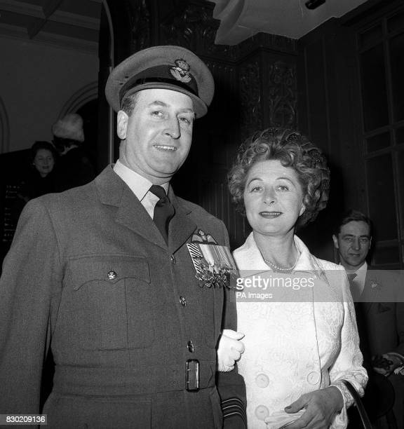Mrs Vera Jane Wigham stepmother of Margaret Duchess of Argyll at her wedding to Wing Commander Clive V Beadon DFC at Caxton Hall in London 30/6/99...
