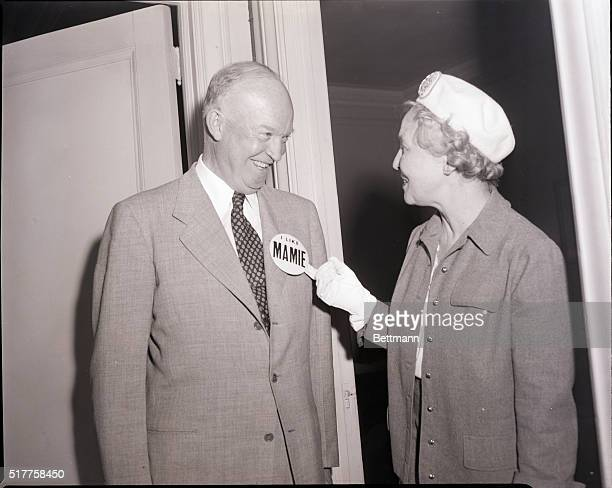 6/11/1952 Mrs Wendell Wilkie whose husband was a onetime Presidential Candidate is shown at the Independent Citizens Committee for Ike Headquarters...