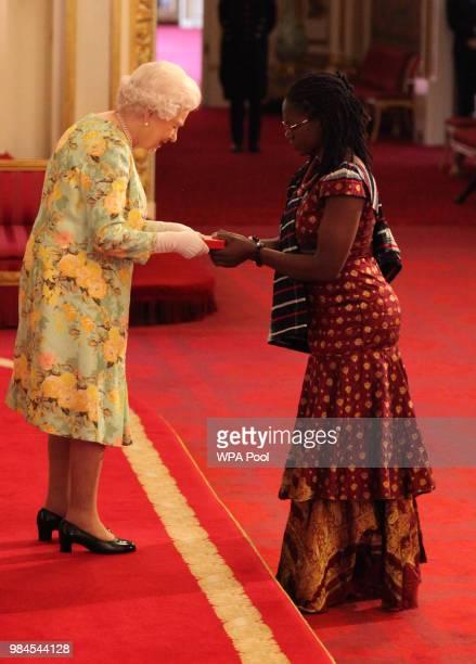 Ms Alimatu Bawah Wiabriga from Ghana receives her Young Leaders Award from Queen Elizabeth II during the Queen's Young Leaders Awards Ceremony at...