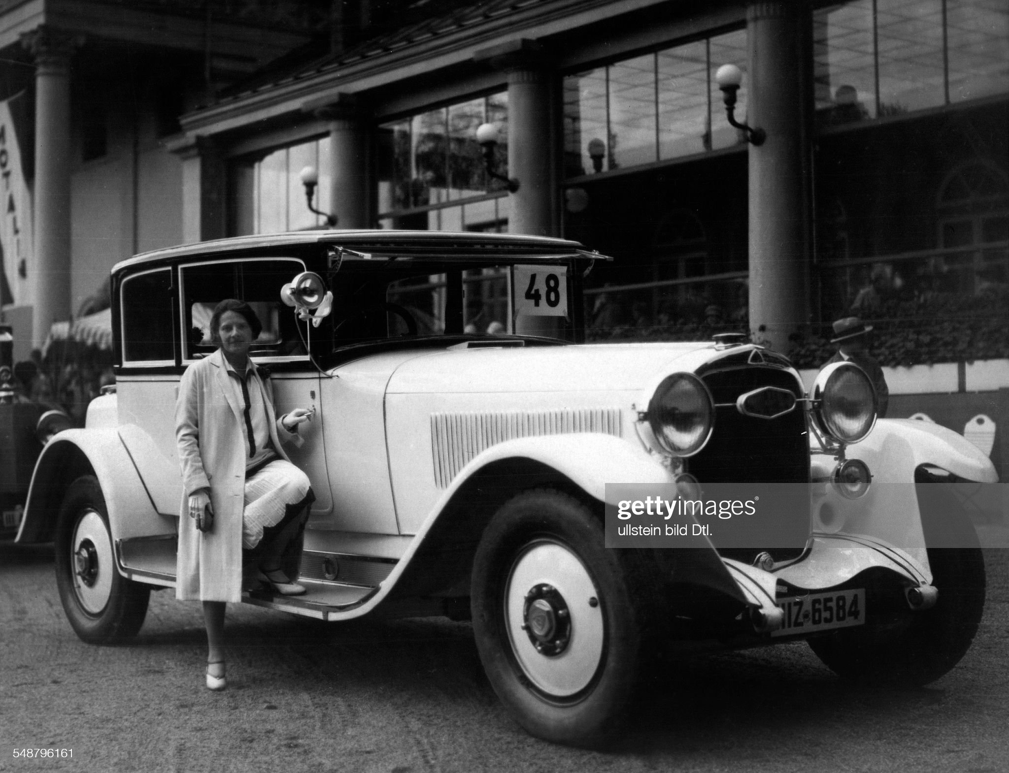 """Ms. Schmidt (wife of Director of the """"Maybachwerke"""") with her Maybach saloon  - Photographer: Atelier Binder - Published by: 'Die Dame' 22/1926  Vintage property of ullstein bild : News Photo"""