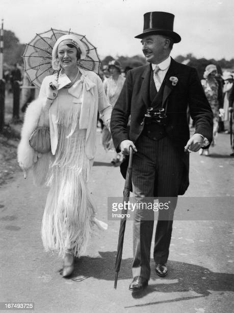 Ms Warburton Jackson and Manning Foster at the races at Ascot Great Britain Photograph Ms Warburton Jackson and Manning Foster beim Pferderennen in...