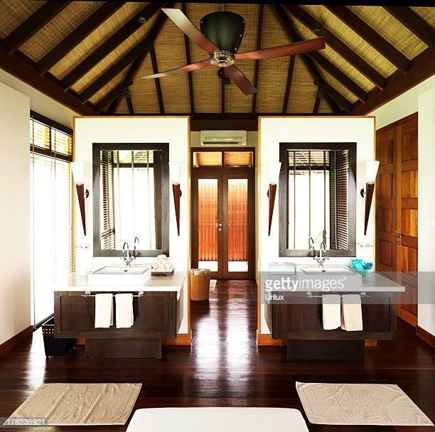 mssage habitación en el centro de spa de lujo - massage room fotografías e imágenes de stock