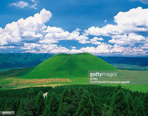 mt. aso caldera, kumamoto prefecture, japan - 熊本県 ストックフォトと画像