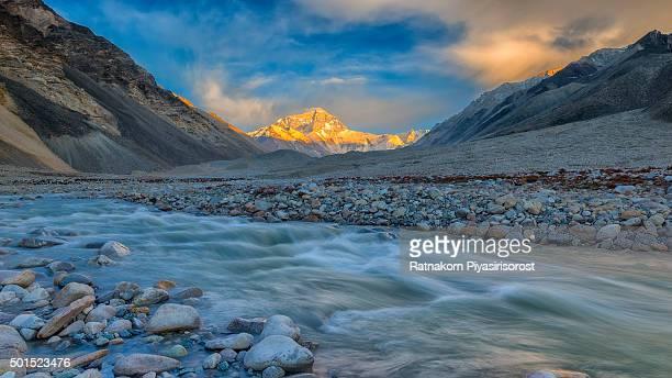 mt. everest from everest base camp, tibet, china - wildnis stock-fotos und bilder