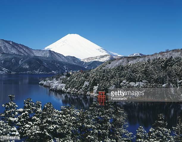 mt. fuji and lake ashino in winter, hakone town, kanagawa prefecture, japan - kanto region - fotografias e filmes do acervo