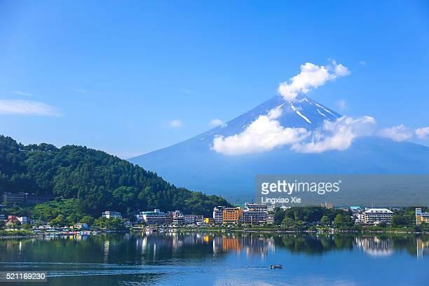 mt. fuji and lake kawaguchi, japan - 山梨県 ストックフォトと画像
