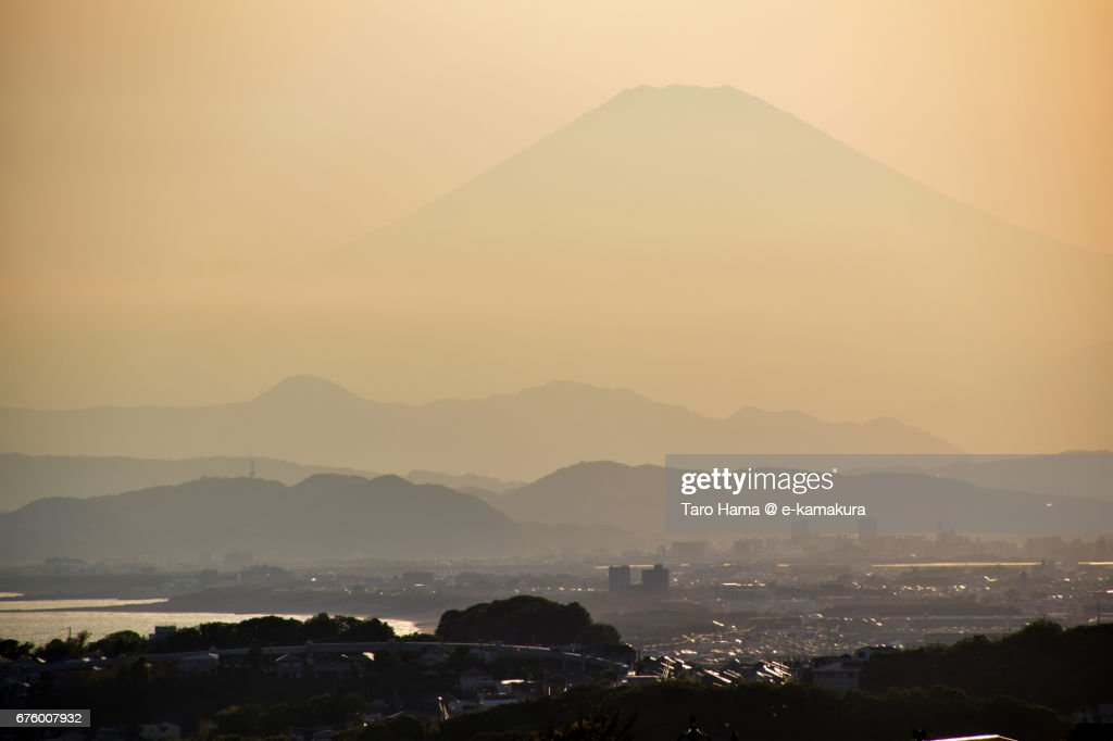 Mt. Fuji and Tanzawa Mountains in the sunset : ストックフォト