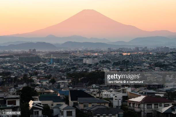 mt. fuji and the residential district in kanagawa prefecture of japan - chigasaki stock pictures, royalty-free photos & images