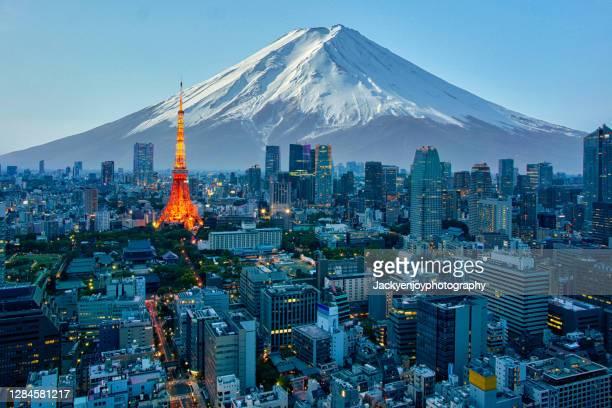 mt. fuji and tokyo skyline - prefettura di tokyo foto e immagini stock