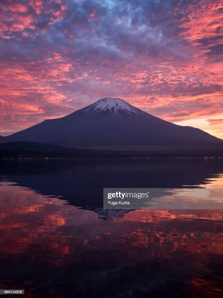 Mt. Fuji at Dramatic Sunset : Stock-Foto